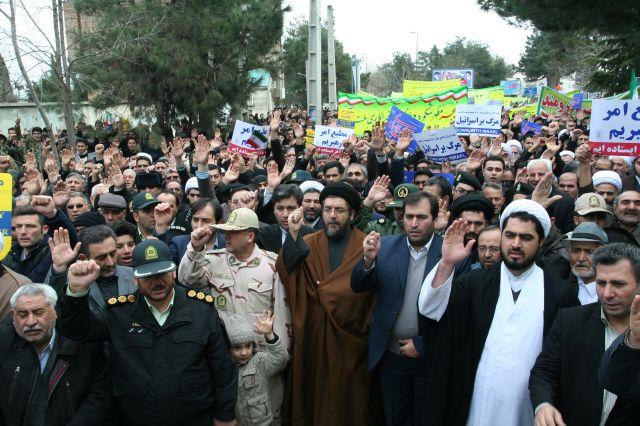 راهپیمایی ۲۲ بهمن در پارس آباد مغان