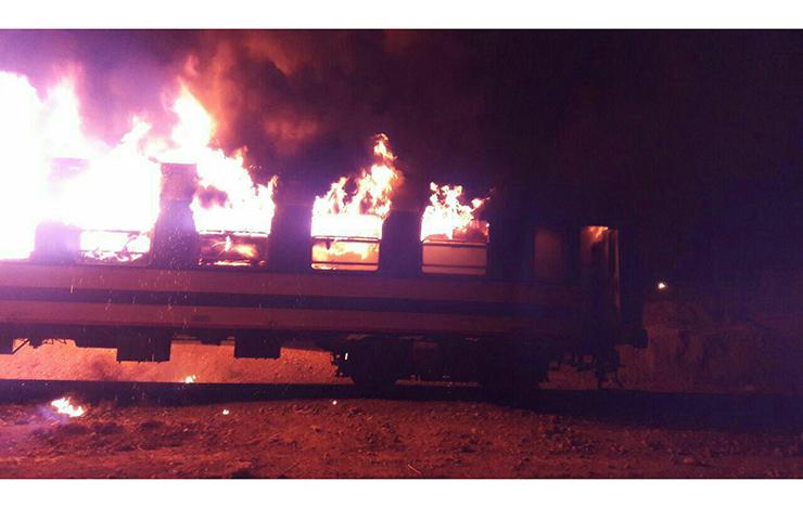 شعلههای آتش در واگن قطار مسافربری