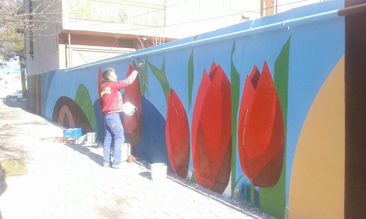 پیرو تصمیمات اخیر شورای فرهنگ عمومی شهرستان پارس آباد دیوارنگاری درشهر پارس آباد شروع شد