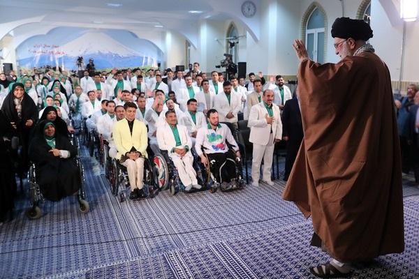 رهبر انقلاب با مدال آوران کاروان ورزشی ایران در بازی های پاراآسیایی اندونزی دیدار کردند