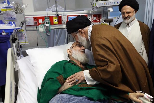 عیادت رهبر انقلاب اسلامی از آیت الله هاشمی شاهرودی