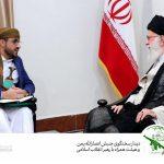 سخنگوی جنبش انصارالله یمن با خنجر یمنی در دیدار با رهبر انقلاب